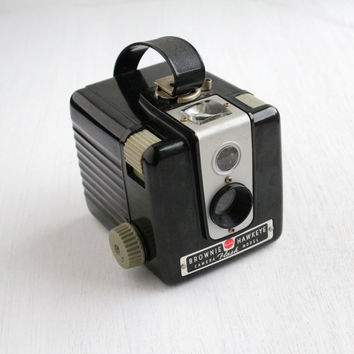 SALE - Vintage Kodak Brownie Hawkeye Camera - 1950s Black Small Flash Bakelite Camera / Tiny Photography